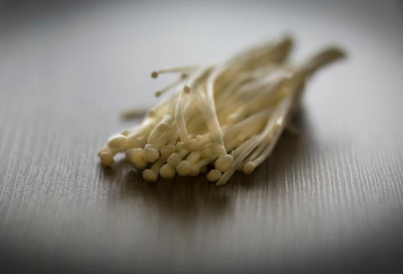 enoki-mushrooms-633a126-9b2aee210cb0b47d61cb536357ca4176-7701285-2