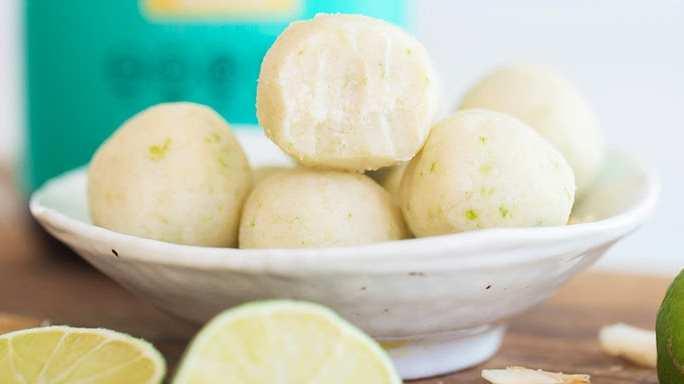 Receta de bombas de grasa de tarta de limón tropical de coco keto